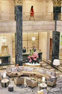 A restaurant or other place to eat at Four Seasons Hotel Madrid