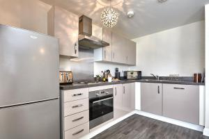 A kitchen or kitchenette at Stunning Modern Apartment with Parking by ComfyWorkers