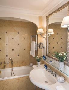 A bathroom at Grand Hotel Timeo, A Belmond Hotel, Taormina
