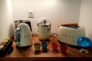 A kitchen or kitchenette at Superbe T2 art déco port et Mucem
