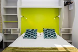 "A bed or beds in a room at Hôtel de Ré, ""The Originals Boutique"""