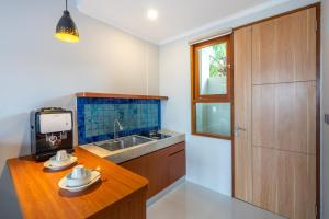 A kitchen or kitchenette at Atania Apartment