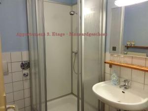 Ein Badezimmer in der Unterkunft City-Ferienwohnungen-Dresden & Cottage im Garten - zentral in der Neustadt Louisenstrasse