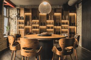 Ein Restaurant oder anderes Speiselokal in der Unterkunft Rixwell Hotel Konventa Seta