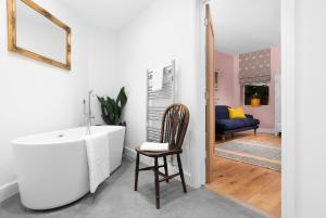 A bathroom at The Swan Inn Letton