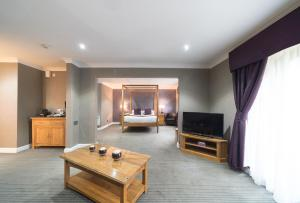 A television and/or entertainment center at Best Western Widnes Halton Everglades Park Hotel