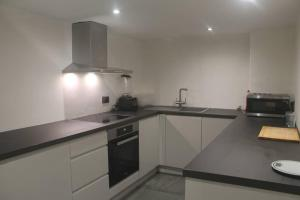 A kitchen or kitchenette at 1 BED FLAT