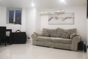 A seating area at 1 BED FLAT