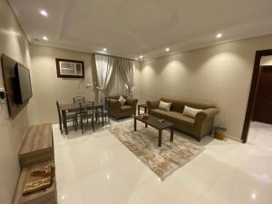 Uma área de estar em إيوان طابة للوحدات السكنية