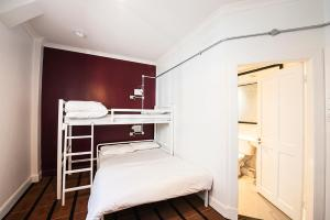 A bunk bed or bunk beds in a room at Safestay Glasgow