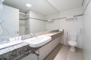 Um banheiro em Hotel Laghetto Viverone Moinhos