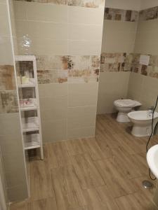 A bathroom at Via Trento 30
