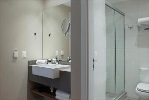 A bathroom at Exclusive Gramado by Gramado Parks
