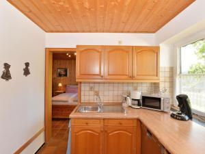 Küche/Küchenzeile in der Unterkunft Cosy apartment in Drachselsried Bavaria with terrace