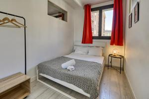 A bed or beds in a room at NOCNOC - Le Capucin