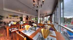 A restaurant or other place to eat at Hotel Central Dachau Garni