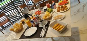 Breakfast options available to guests at Lets Idea Brasília Hotel