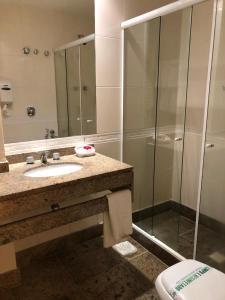 A bathroom at Tropical Barra Hotel