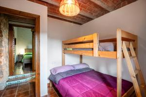 A bunk bed or bunk beds in a room at Finca Jabali