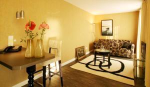 Ein Sitzbereich in der Unterkunft Apart Hotel Seenelke