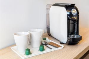 Utensilios para hacer té y café en B&B Hotel Albacete
