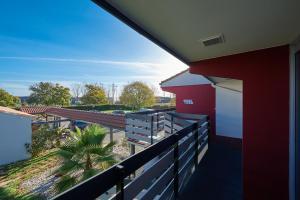 A balcony or terrace at Kyriad Bordeaux - Merignac Aéroport