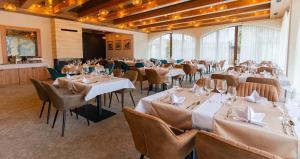 Reštaurácia alebo iné gastronomické zariadenie v ubytovaní Hotel Demänová ****