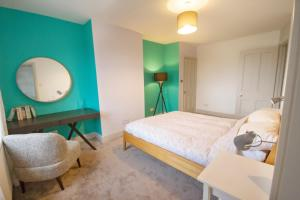 A bed or beds in a room at The Loft Winchester