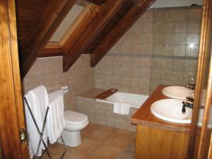 A bathroom at Pleasant Holiday Home in Tredos near Ski Area