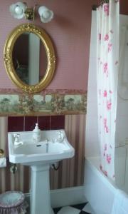 A bathroom at Lisburn House Dunedin