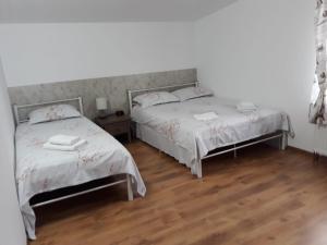 Un pat sau paturi într-o cameră la DNT HOUSE & Spa