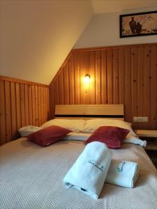 Łóżko lub łóżka w pokoju w obiekcie Zakątek Pod Smrekami