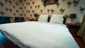 A bed or beds in a room at Hotel-July