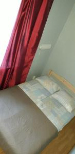 A bed or beds in a room at Hansa Apartment