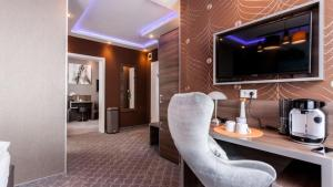 A television and/or entertainment centre at Stay-Inn Bielefeld City