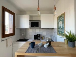 A kitchen or kitchenette at M.I.A.