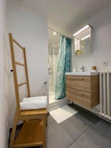 A bathroom at M.I.A.