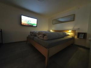 A bed or beds in a room at Bed & Kitchen Marstal