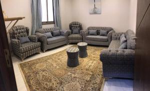 Uma área de estar em شقة مستقلة في فيلا سكنية
