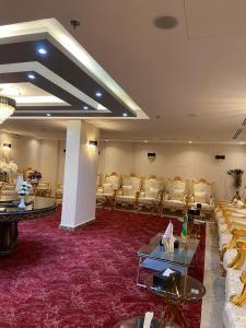 Um restaurante ou outro lugar para comer em Jazan Inn Hotel