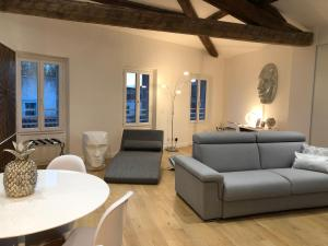 A seating area at My Pad Provence 3