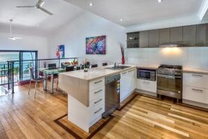 A kitchen or kitchenette at Shorelines 2 on Hamilton Island by HamoRent