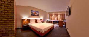 A bed or beds in a room at Arass Hôtel & Business Flats