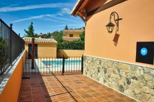 Un balcón o terraza de El Hojaranzo Casa rural con encanto en Candeleda