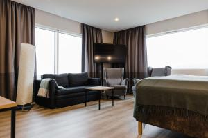 A seating area at Hotel Katla by Keahotels
