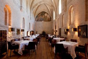 Un restaurante o sitio para comer en Abadia Retuerta LeDomaine