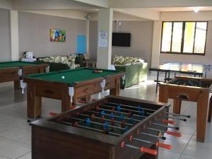 A billiards table at Morro do Sol Hotel & Eventos