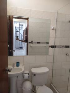 A bathroom at La Terracita de Máncora