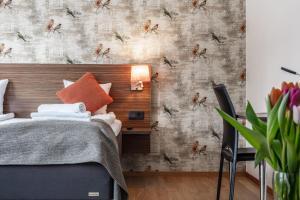 Säng eller sängar i ett rum på Naran Hotell