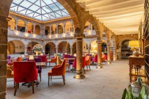 Un restaurante o sitio para comer en Novotel Cusco
